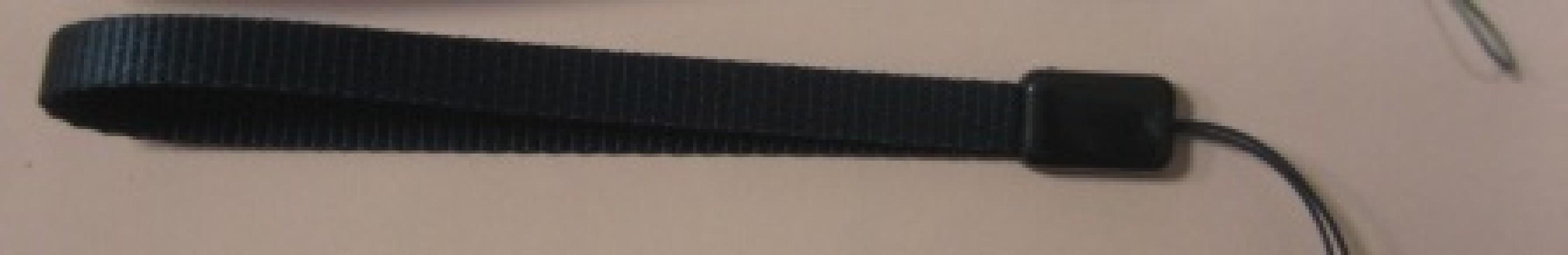 Шнурок на руку ткань черный